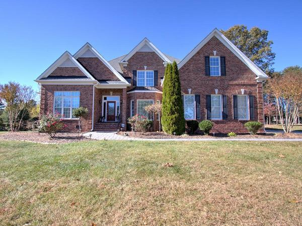 Home of the Day: Sought After Vineyards Neighborhood!