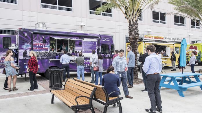 Hogan Street food truck park opens for dinner in Downtown Jacksonville
