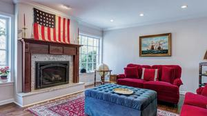 Gracious Cape Cod Home in Ladue