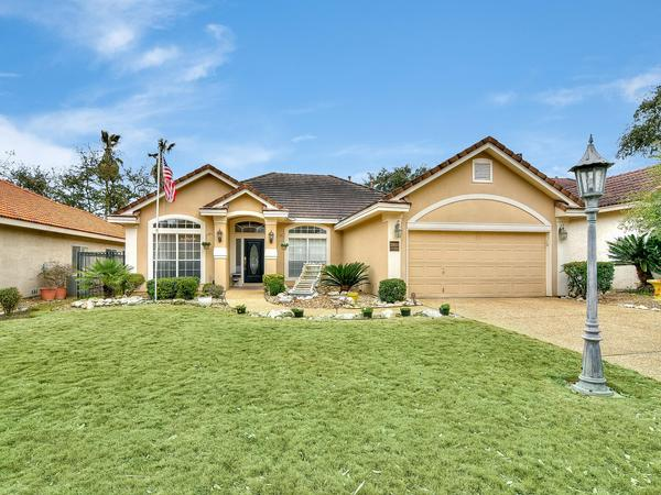 Beautiful Custom Home in Sonterra With Golf Course Living