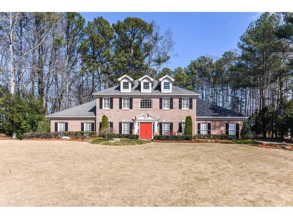 Beautiful Home on Dunwoody's Favorite Churchill Drive!