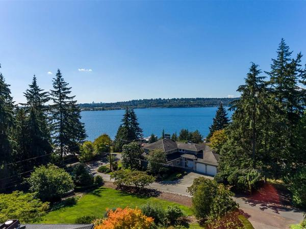 Quintessential East Coast Cape Cod Home in Kirkland