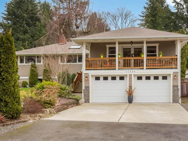 Elegant Home in Kirkland's Juanita Heights Neighborhood