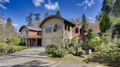 Discover Luxury in this Stunning Modern Mercer Island Home