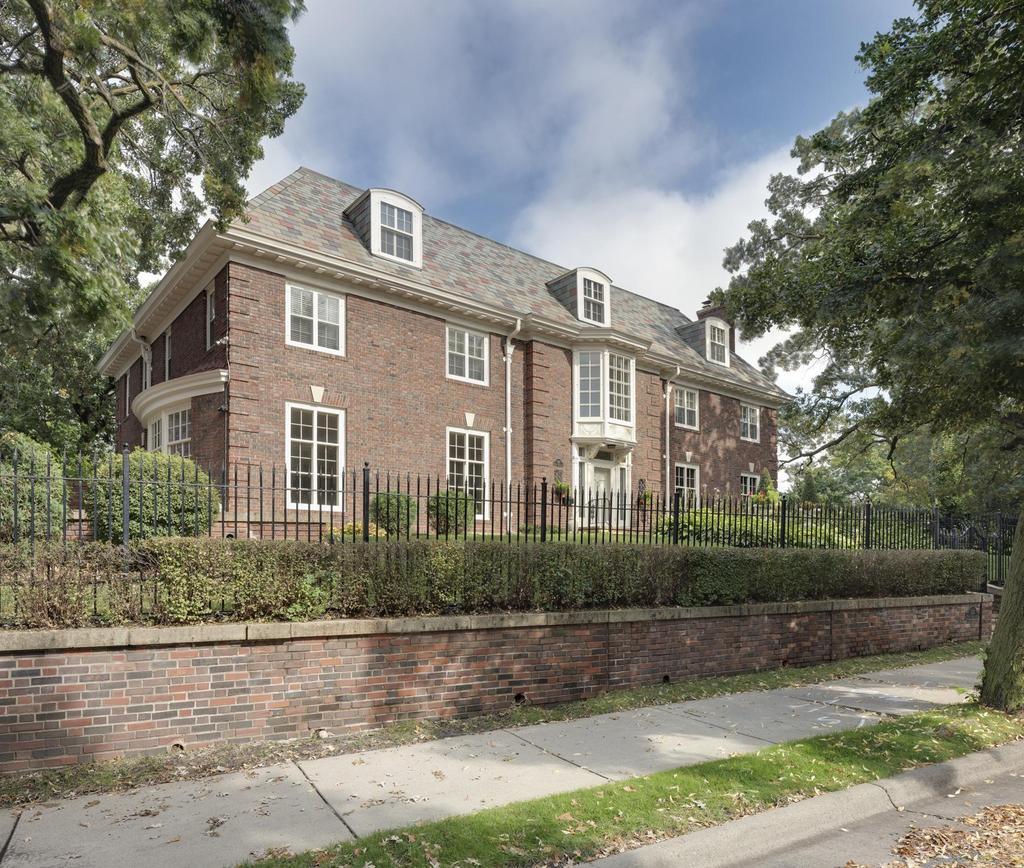 Luxury Homes In Minnesota: Minneapolis/St. Paul Luxury Real Estate For Sale: 1122