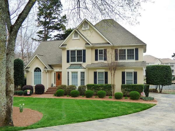 Spectacular Lake Norman Location