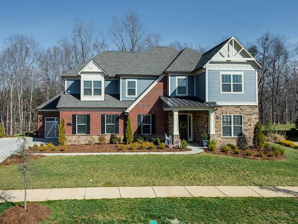Beautiful Customized Home in Oak Manor