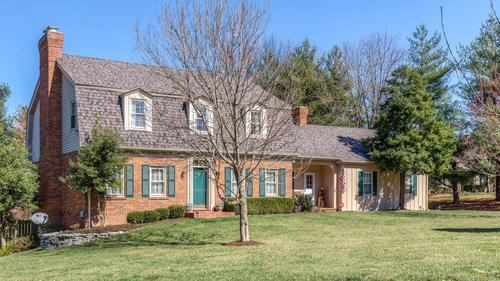 Charming Colonial in Creve Coeur