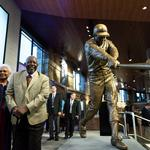 ​Braves unveil <strong>Hank</strong> <strong>Aaron</strong> statue at SunTrust Park (SLIDESHOW)