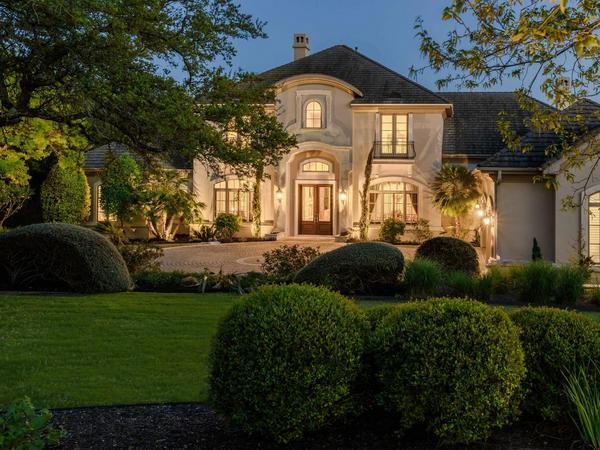 Private & Gated Estate in Seven Oaks
