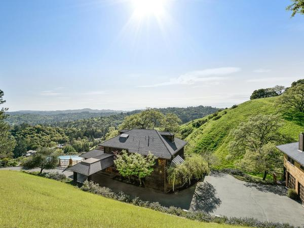 Home of the Day: Amazing Happy Valley View Property