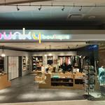 How airports could save retailers