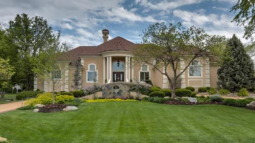 Gorgeous Custom Loch Lloyd Home