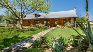 Gorgeous 27 Acre Gentleman's Ranch