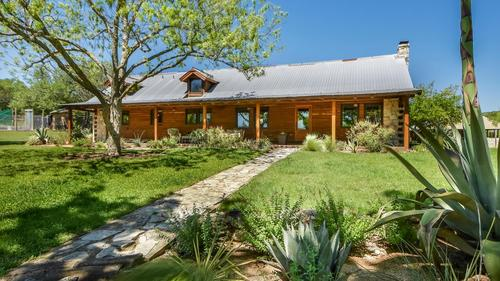 Gorgeous 27 Acre Gentleman's Ranch