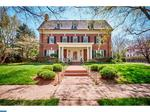 Classic Home: Brick 6-bedroom in Wilmington