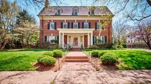 Classic Home: Brick 6-bedroom in Wilmington
