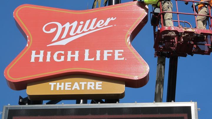 Advertising: Miller High Life Theatre lights up Milwaukee