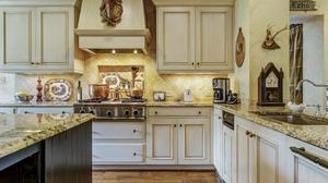 Luxurious & Modern Living in Ladue