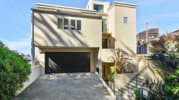 Gorgeous Home on an Exclusive Cul-de-Sac in Clarendon Heights