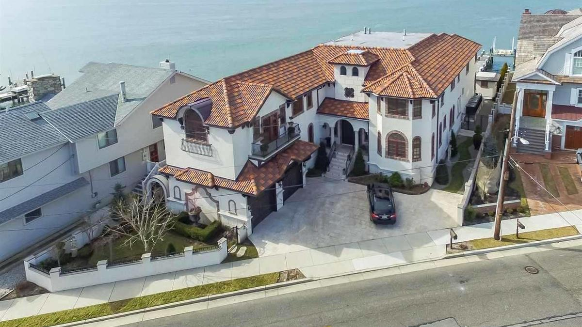 Vacation mode: 30 dream Shore homes, if you can afford ...