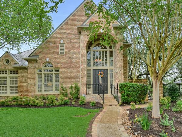 Home of the Day: Beautiful Garden Home on a Double Lot in The Dominion