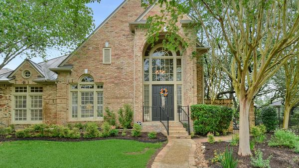 Beautiful Garden Home on a Double Lot in The Dominion