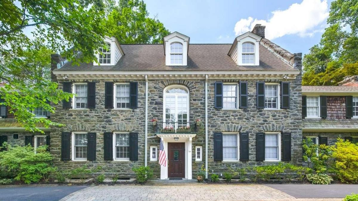 Classic home of the week meadowbrook mansion for The classic home company
