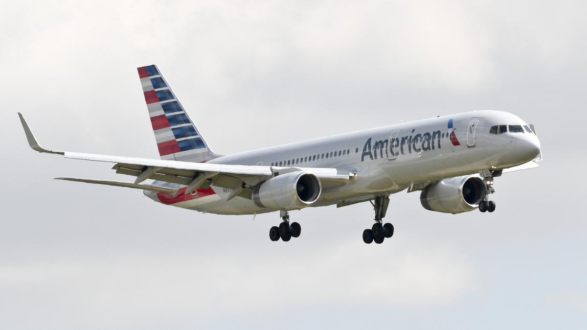 Over 600 American Airlines pilots volunteer for early retirement - Philadelphia Business Journal
