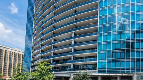 Breathtaking Condo in Turnberry Tower!