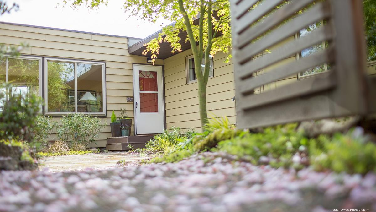 In a 39 berserk 39 real estate market a north seattle rambler for Real estate market seattle