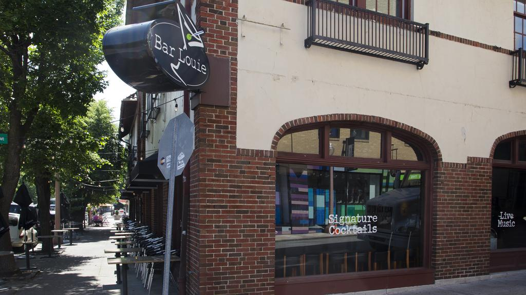 Bar Louie files for bankruptcy, closes a St. Louis location