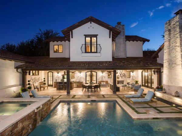 Stunning Santa Barbara-Style Home in Eanes