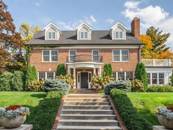Luxurious Renovation steps from Lake Harriet!