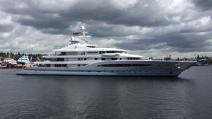 Mexican mining billionaire's mega yacht Mayan Queen IV enters Lake Union to cheers (Photos)