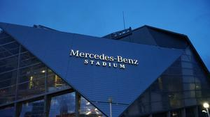 Mercedes-Benz Stadium lights up Atlanta skyline with name, logo display (PICS & VIDEO)