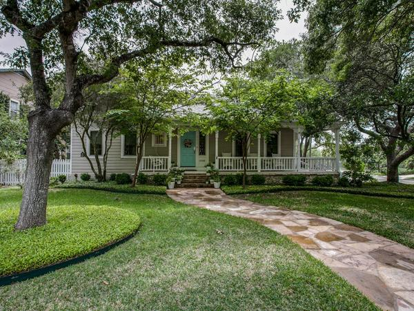 Home of the Day: Remodeled Home in Prestigious Community
