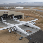 <strong>Paul</strong> <strong>Allen</strong> rolls his massive Stratolaunch satellite launcher out from the hangar for the first time (Photos)