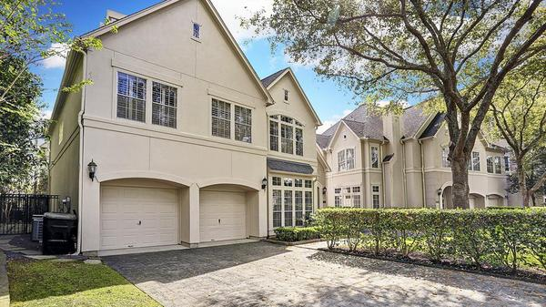 Fantastic Patio Home In a Gated Community Near Memorial Park