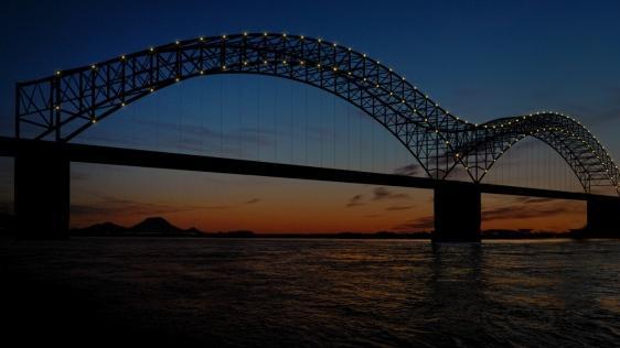 downtown memphis commission approves philips lightings hernando desoto bridge design  iconic