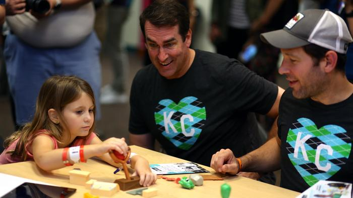 Rob Riggle and Paul Rudd play angry birds with a young patient.