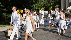 I tried it: Dîner en Blanc 2017 (or the fanciest party to which I will never be invited back)