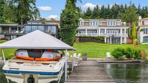 Hamptons Luxury on Lake Washington