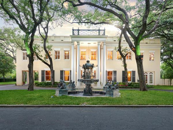 Superlative Estate Carefully Designed on a Magnificent Scale