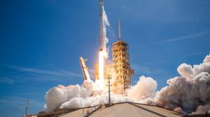 SpaceX offers free rocket ride to Facebook satellite maker after explosion