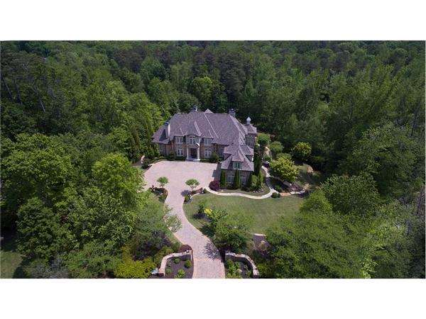 Sophisticated  estate in sought after Stonemoor!