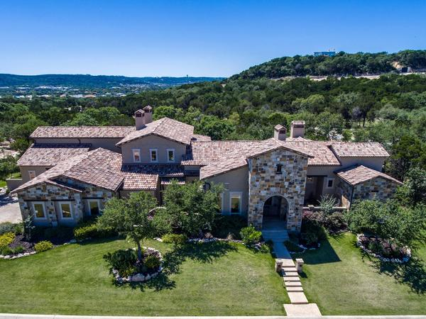 Exquisite and Luxurious Dominion Estate