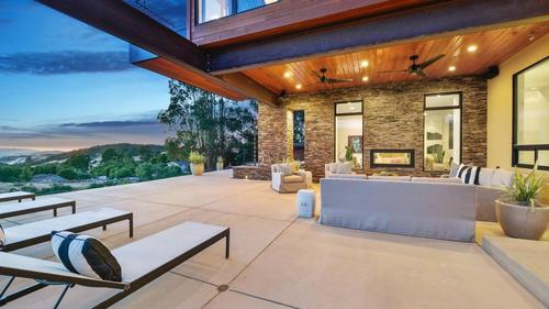 Modern and Elegant Woodside Home with Breathtaking Views