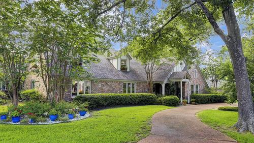 Warm and Inviting Executive Home on Huge Lot in Memorial