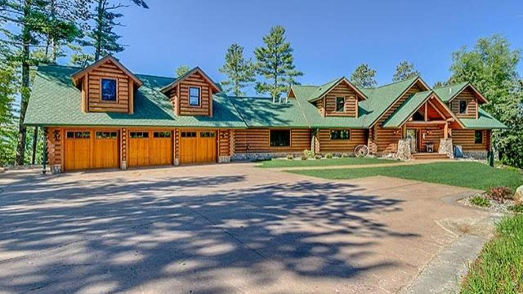 Dream Cabins Four Bedroom Log Home On Deer Lake Listed
